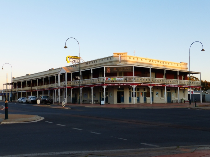 Cobar - Australia's longest pub balcony